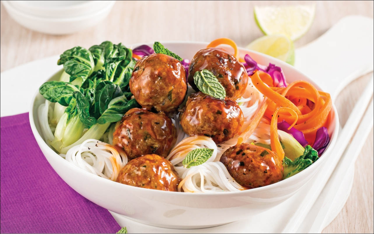Veal meatballs and vegetables, teriyaki sauce