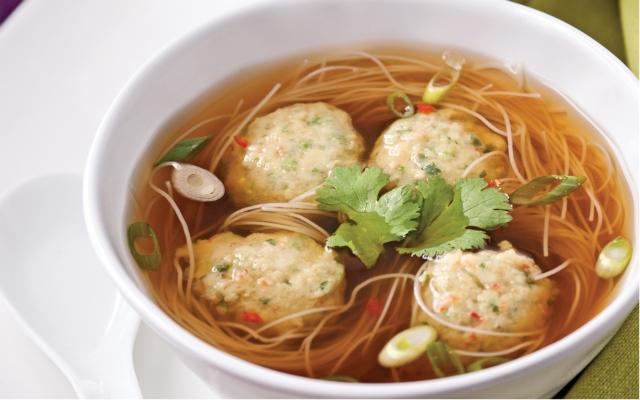 Soupe chinoise aux boulettes de crevettes et crabe