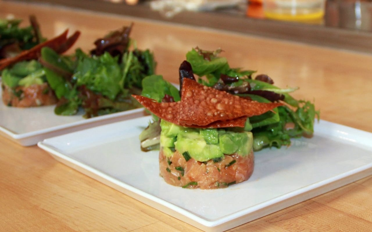 Spicy salmon tartare with Panko and avocado
