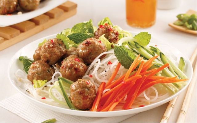 Bol bun cha pork meat balls and lemongrass on rice vermicelli