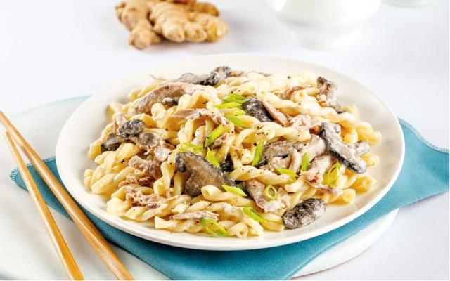 Duck confit and shiitake mushrooms pasta